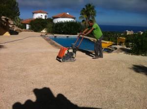 compactado del terreno para instalar césped artificial
