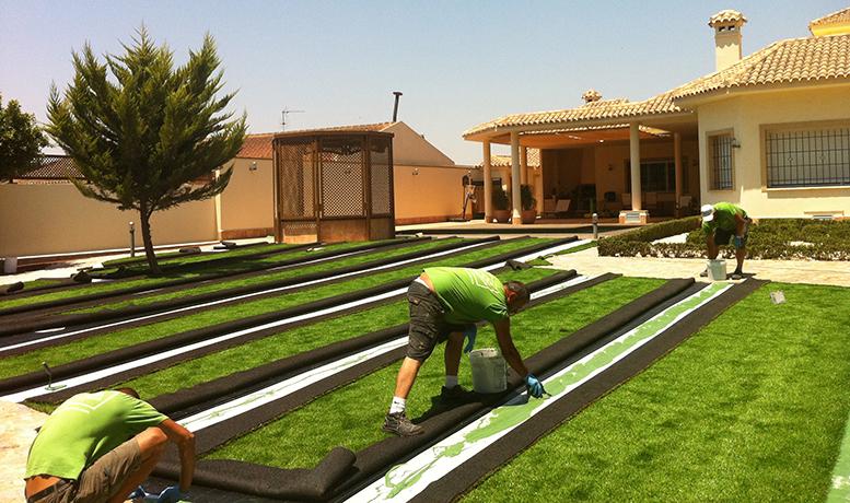 Instalación de césped artificial a medida en Alicante